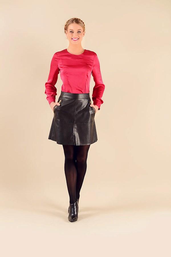 398e9333eec Černá zvonová moderní sukně z eko kůže 2216 Andrea Martiny 38