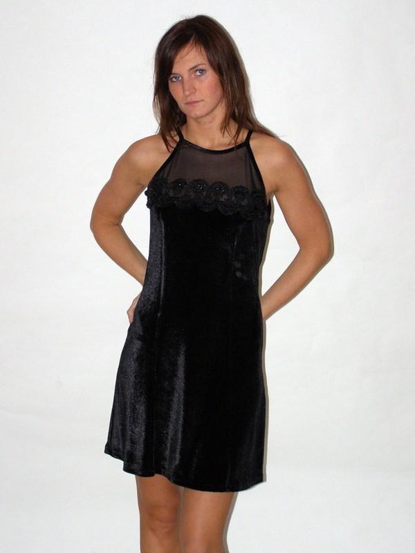 Černé sametové krátké princesové šaty 8315 Izabela 36, 40, 42