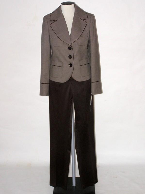 Dámský kalhotový hnědý kostým 2409 Andrea Martiny 38, 42, 44