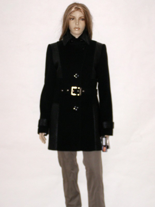 Černý krátký flaušový kabát s páskem 0714 Andrea Martiny 38